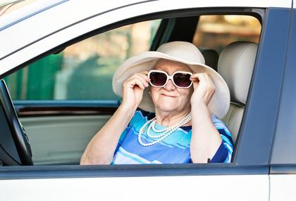Sicheres Fahren und fortgeschrittenes Alter müssen keine Gegensätze sein. © lilu13 - Fotolia.com