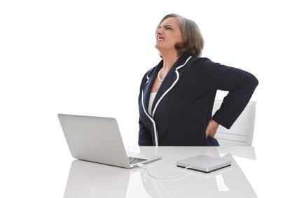 Rücken- und Bandscheibenprobleme sind die häufigsten Ursachen für Umschulungen. © Jeanette Dietl - Fotolia.com