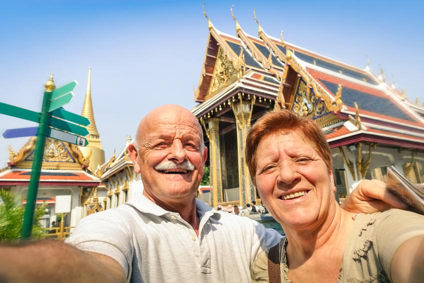 So finden Senioren einen Reisebegleiter