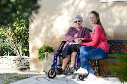 Wohnen für Hilfe: Win-Win für Senioren und Studenten